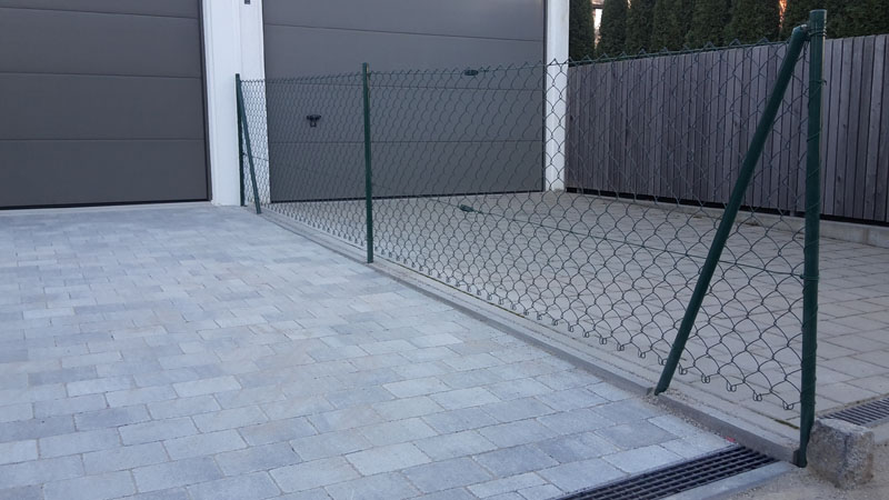Pflastersteine anthrazit garageneinfahrt  Garageneinfahrt mit Betonstein und Zauneinfassung :: galabau ...